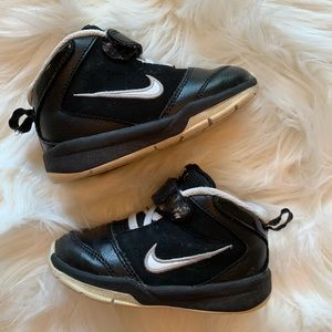 Nike boys toddler shoes mid top black sneakers